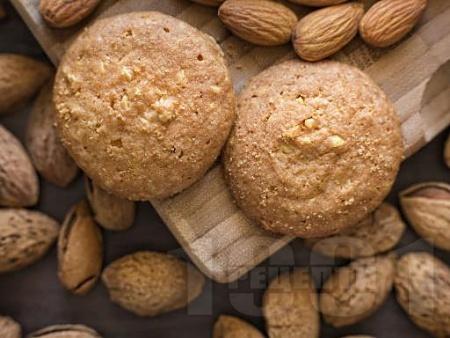 Бадемови бисквити с ликьор Амарето - снимка на рецептата